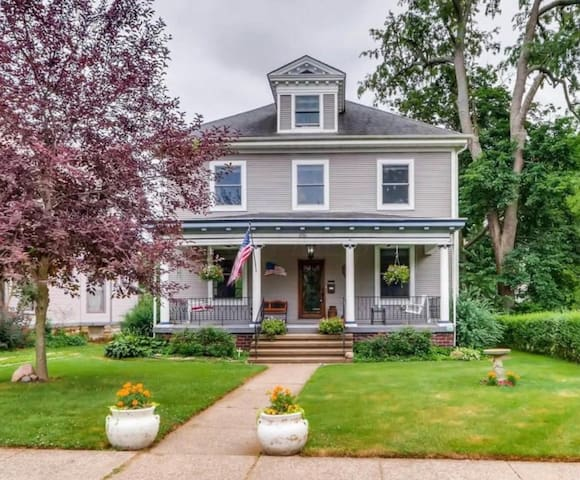 4 to 5 Bedroom in Historic District