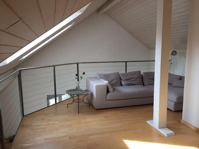4.5 Zi Galeriewohnung sucht Wochenaufenthalter - Köniz - Apartemen
