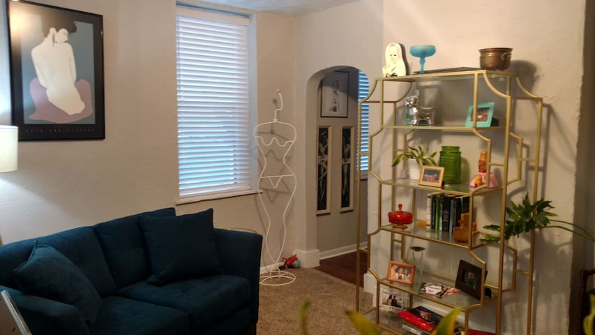 Bright and Arty Adult Pad in Central Lawrenceville