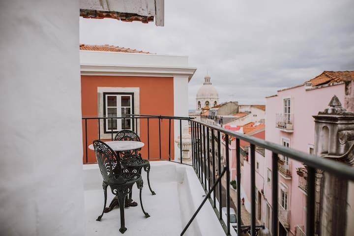 JOÃO- 1 Bedroom Apartment, Lisbon, Graça