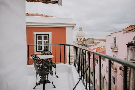 """JOÃO"" Sunny Rooftop and Balcony + Speed Wifi!"