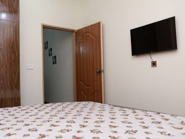 One Bed Apt Johar Town - Lahore - Apartament