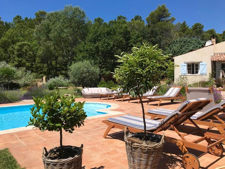 Charming Gite with Pool & Tennis Court in Provence