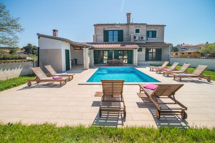 Minimalistically decorated villa Pomer with private pool and fenced yard