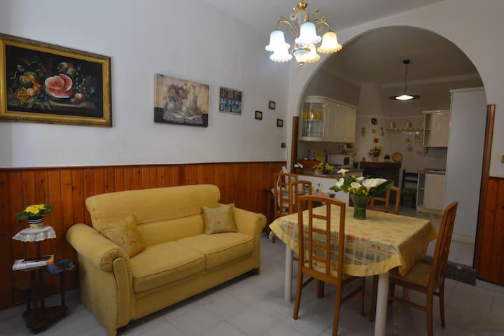 """Casa vacanze """"I Girasoli"""",Iglesias,centro storico"""