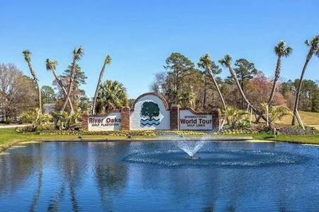 Cozy Stay! Cute Condo w/Golf View. Great Location!