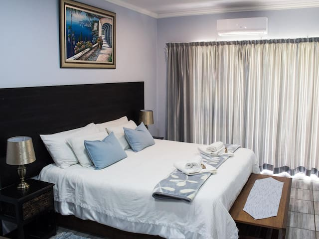 Gemstone Guesthouse -Beryl King/Twin Room