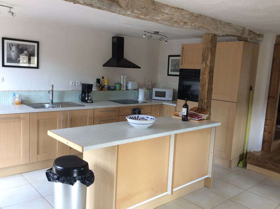 Large well equipped kitchen, wine ,cheese and croissant on arrival
