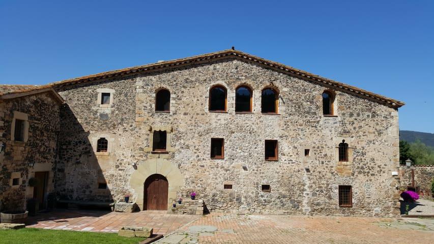Fortified Masia near Girona - Llorà - Hrad