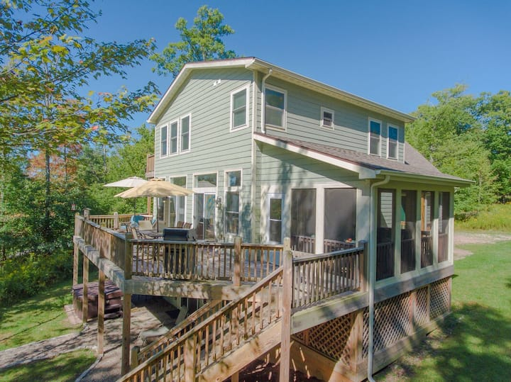 NEW! Lake Access Home w/Hot Tub, Pool Table, Corn Hole, & Fire Pit!