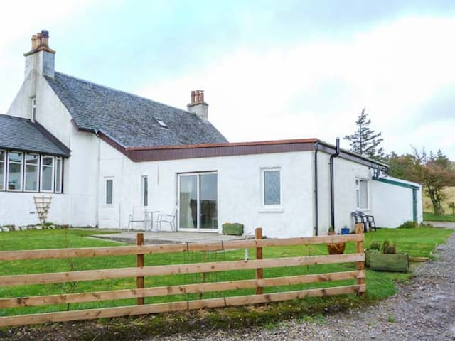KILBRIDE COTTAGE in Southend, Kintyre Peninsula, Ref 939863