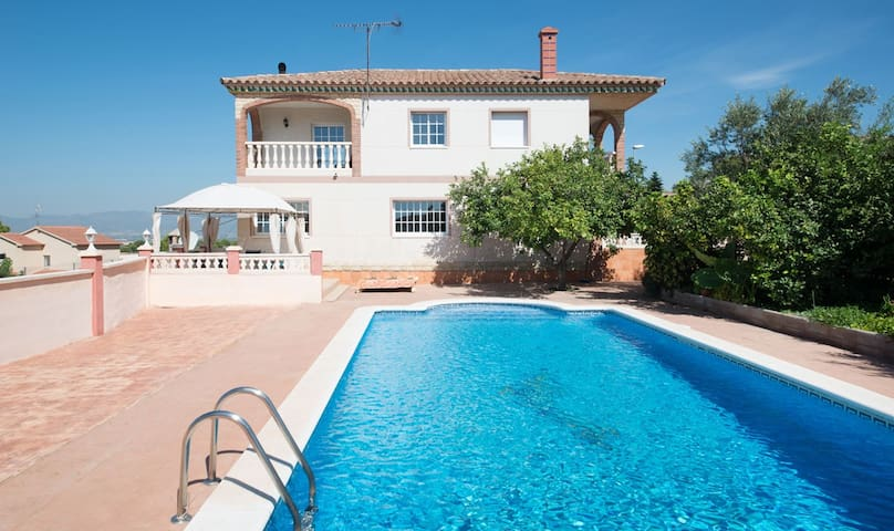 Holiday villa for 9 people with panoramic views - Calafell - Casa