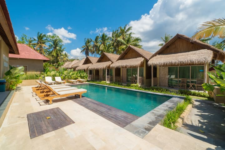 Twin Room Bungalow w/ Pool & Delicious Breakfast