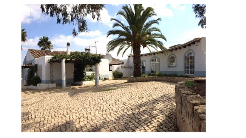 Traditional Algarve farmhouse w/ separate cottage - Odiáxere - Casa