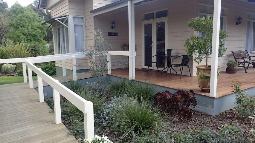 OLIVEBANK bed and breakfast - Healesville