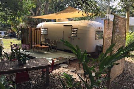 Classic Airstream style near downtown and beaches! - Sarasota - Kamp Karavanı/Karavan