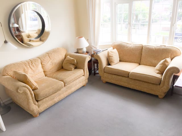 Large double room in great location - Brentwood - Daire