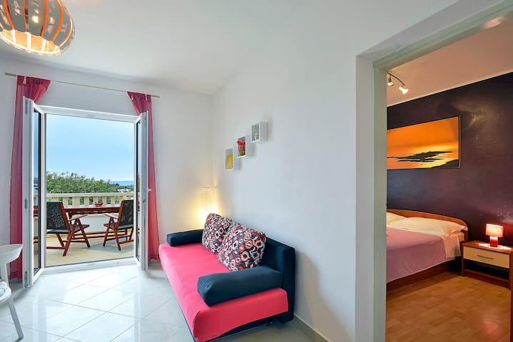 Apartment with GREAT SEA VIEW + balcony + parking