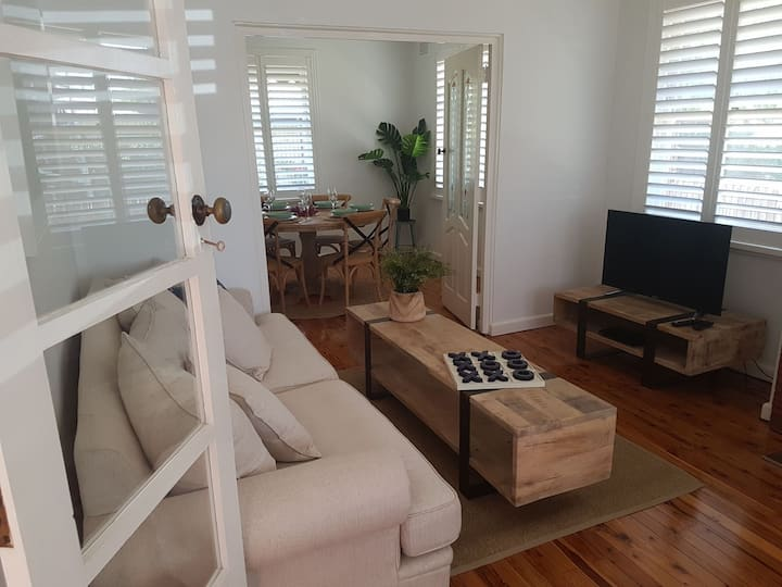 Hg 105 Sale St Stay Stylish In The Heart Of Orange Houses For Rent In Orange New South Wales Australia