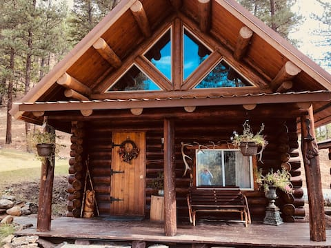 Log cabin nestled in the mountainsides