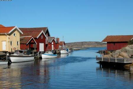 Bo nära genuin miljö på Smögen - Sotenäs S - Byt