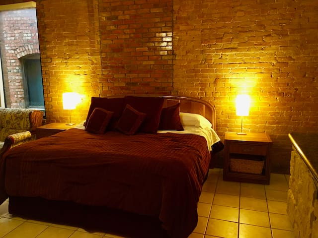 Loft suite Near Historic Fort Worth Stockyards.