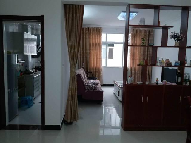 神龙架木鱼镇中心区度假休闲闹中大两房,可整租也可租单房,两个高低床。
