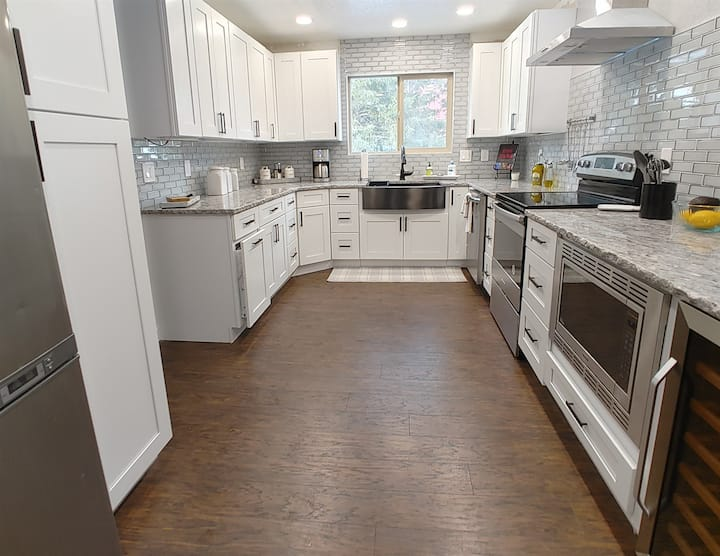 **NEW LISTING DISCOUNT**Newly Remodeled House, Walk to town!