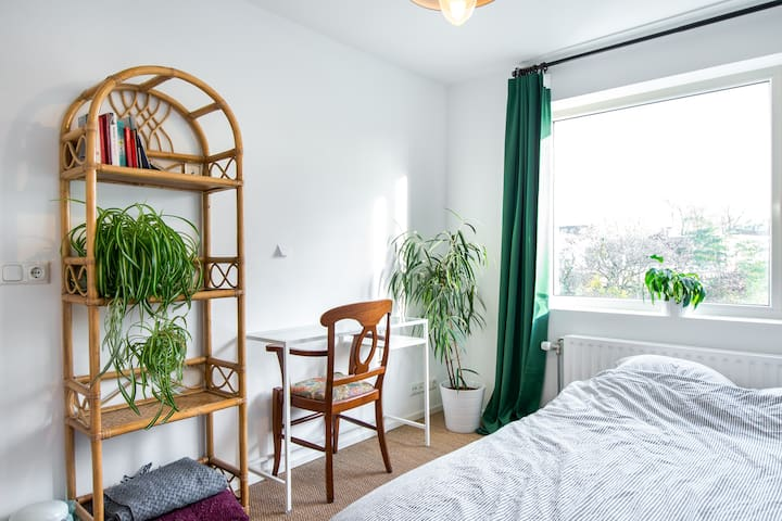 Cosy, quiet and sunny private room - Tilburg - Dům