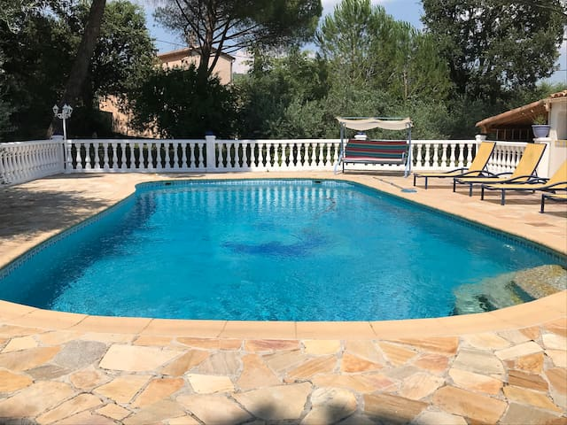 T1 70m2  avec piscine et cuisine d'été