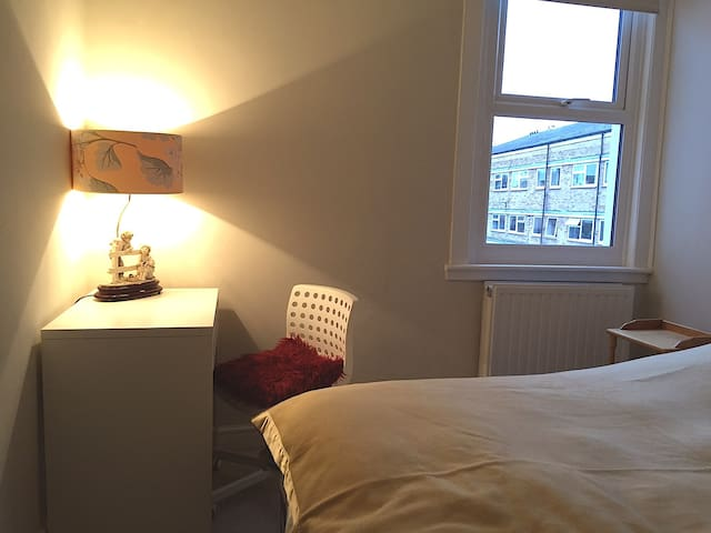 Double room in a house in London FREE Wi-Fi, EN/RU - Bromley - Casa