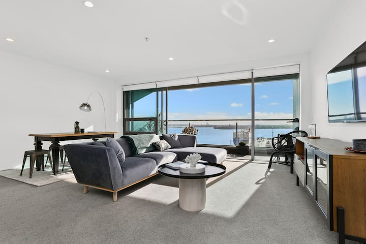 Stunning waterfront apartment with car park!