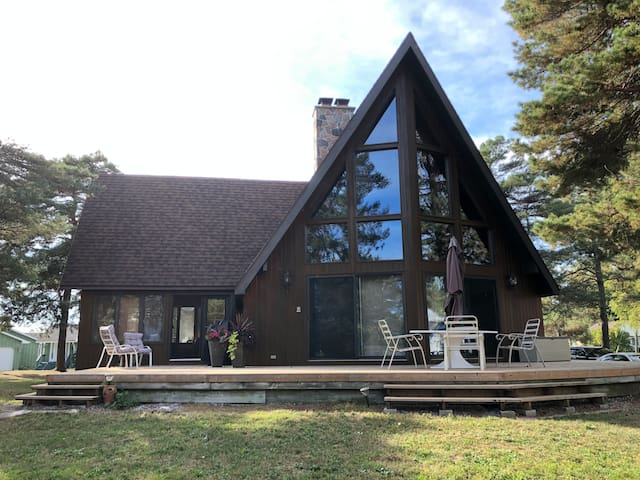 4Season Cedar Cottage-walk to beach+canal access
