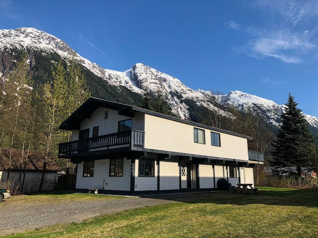 Bear Valley 'Penthouse' Suite