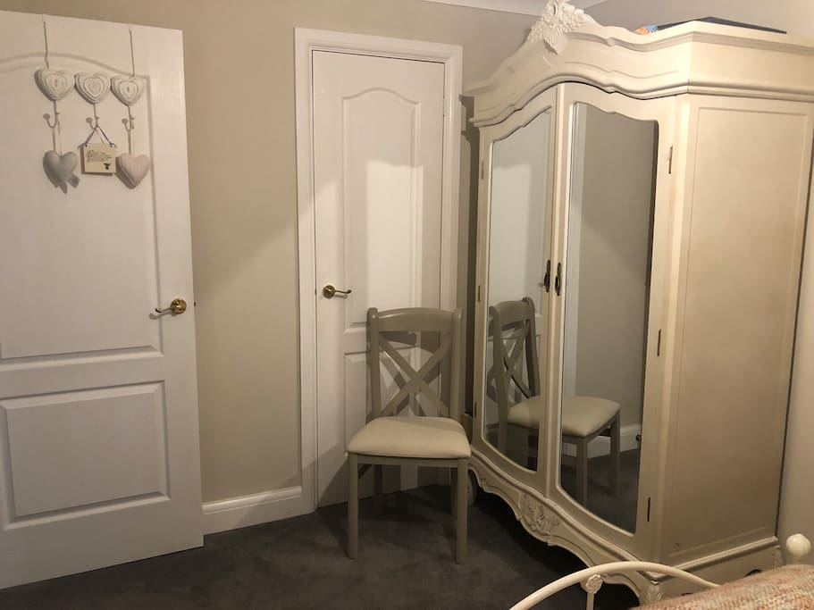 Guest room with wardrobe
