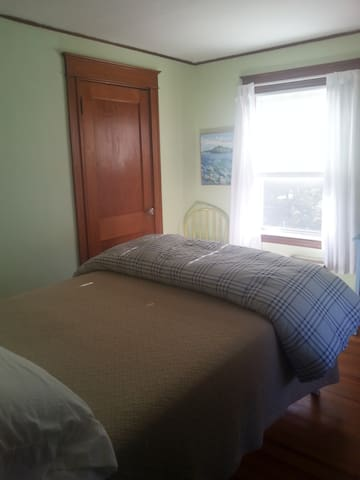 Small Room Everything Nearby! - South Portland - House