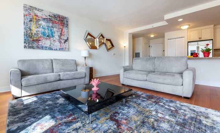 Luxury with Balcony 2Br 2Bath near manhattan