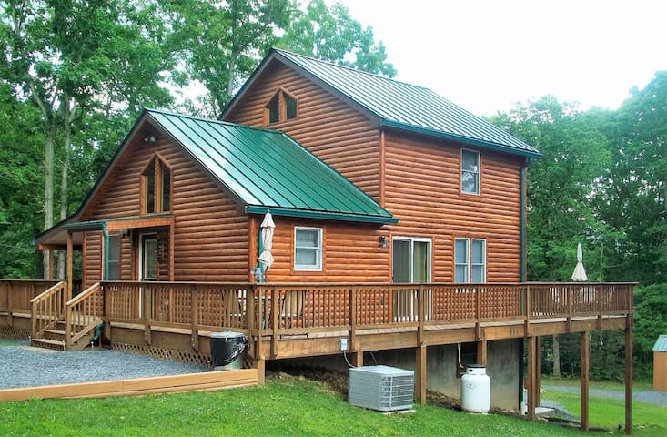 Deer Forest Lodge near the Shenandoah Outfitters