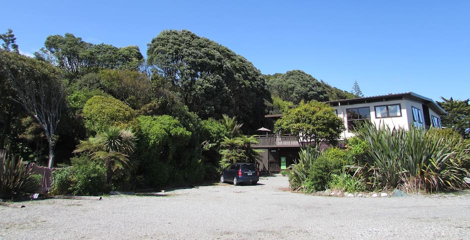 Birdsong Accommodation YHA Hokitika-Twin