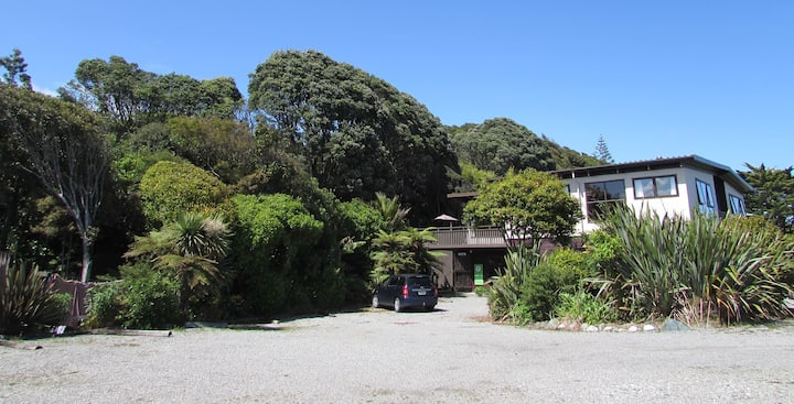Birdsong Accommodation YHA Hokitika-Twin