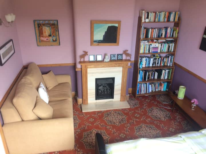 Cosy and comfortable double in quiet detached