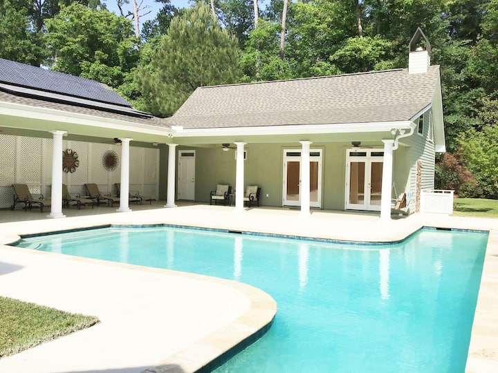 Peaceful Pool House in the Pines