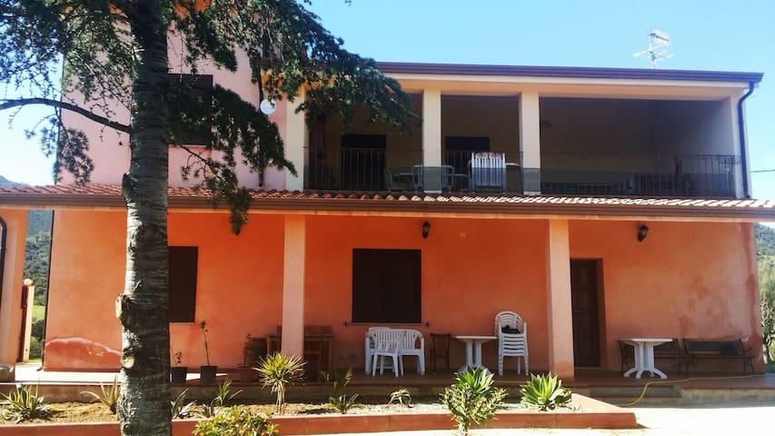Appartamento lussuoso con veranda e giardino. - Cardedu - Apartamento