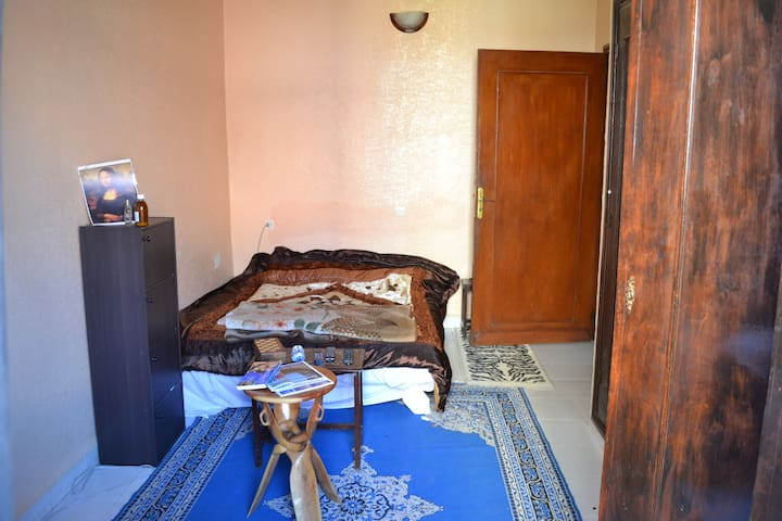Bedroom in nice villa in a quiet downtown - Marrakech - Villa