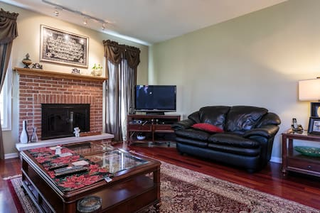 Cozy House Next To Sears Center Just Off I90 ! - Hoffman Estates - Ház