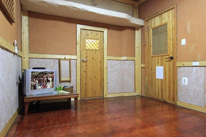[전주]관송한옥스테이 4평 무(커플룸/기준2인~최대4인) - Wansan-gu, Jeonju - Pension (Korea)