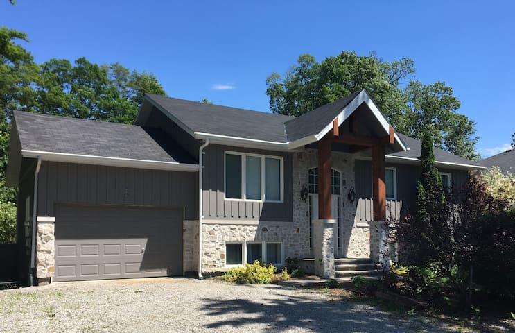 Luxury cottage on lake Simcoe
