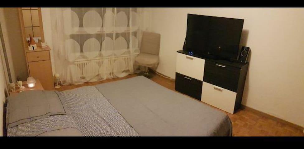 Rent at room neer to the Palexpo Geneva very nice!