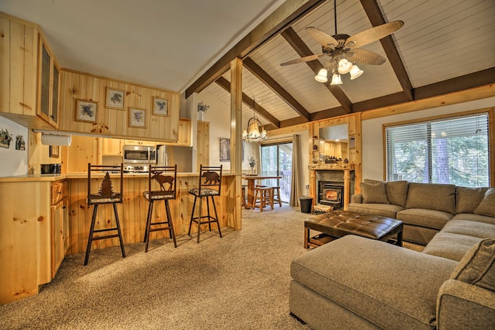 Mammoth Lakes Condo w/ Pool & Spa - Near Shuttle!