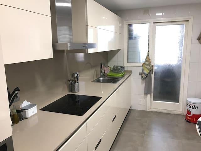 Spacious flat near Barcelona - Castelldefels - Apartment